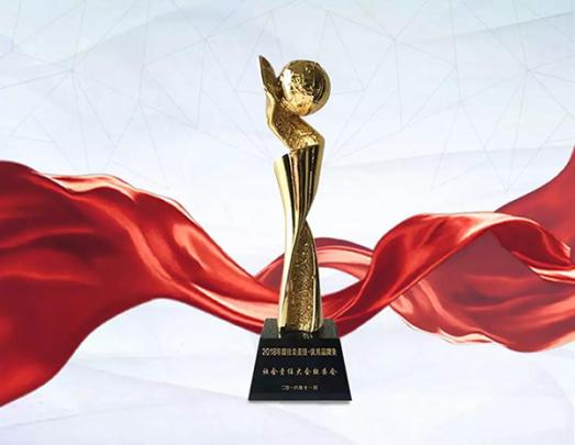 """شرکت داهوا برنده ی جایزه ی  """" برند برجسته ی CSR  سال 2018 """"شد."""